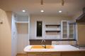 オープンにして見せる収納の食器棚
