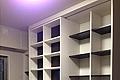 大容量のスタイリッシュな本棚がある書斎スペース