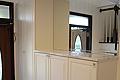 鏡を使った白いフレンチな玄関スペース