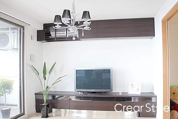 食器棚とおそろいの木の表情のTVボード