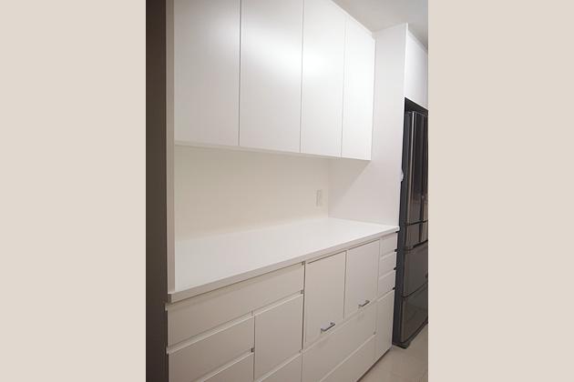 こだわりの収納計画で作った白い食器棚