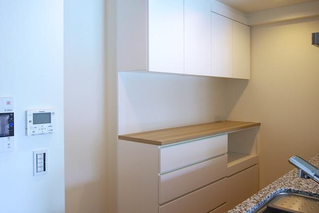 壁を延長させて理想のサイズになった食器棚