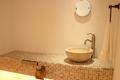 モザイクタイルの美しい洗面トイレ