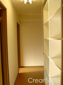 廊下スペースを活用した収納術